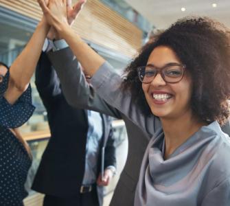 Collaborateurs heureux dans leur entreprise