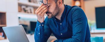 les risques du travail hybride et du télétravail : fatigue, surmenage, isolement social, etc.