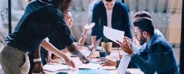 CIO : breaking down silos between IT and business teams