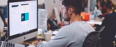 How to find the right balance between remote and in-office work in a hybrid work environment